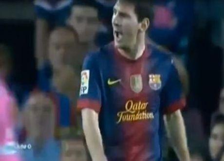Lionel Messi va 6 khoanh khac 'noi doa' tren san bong - Anh 7