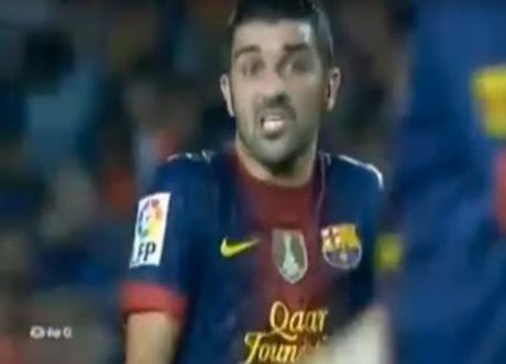 Lionel Messi va 6 khoanh khac 'noi doa' tren san bong - Anh 8