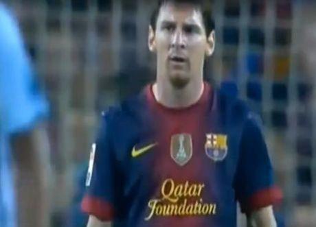 Lionel Messi va 6 khoanh khac 'noi doa' tren san bong - Anh 9