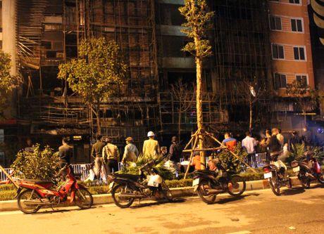 Hien truong tan hoang vu chay lam 13 nguoi chet o pho Tran Thai Tong - Anh 11