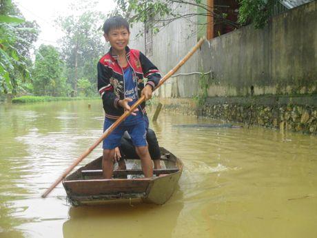 Chum anh: Dan vung lu Ha Tinh lieu linh gion voi tu than - Anh 6