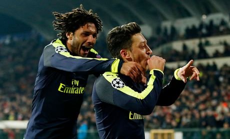 Toan canh man loi nguoc dong cua Arsenal truoc Ludogorets - Anh 12