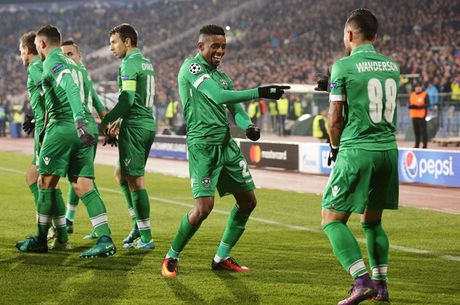 Toan canh man loi nguoc dong cua Arsenal truoc Ludogorets - Anh 2
