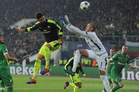 Toan canh man loi nguoc dong cua Arsenal truoc Ludogorets - Anh 5