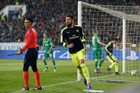 Toan canh man loi nguoc dong cua Arsenal truoc Ludogorets - Anh 6