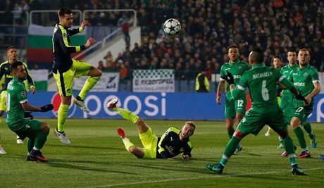 Toan canh man loi nguoc dong cua Arsenal truoc Ludogorets - Anh 9
