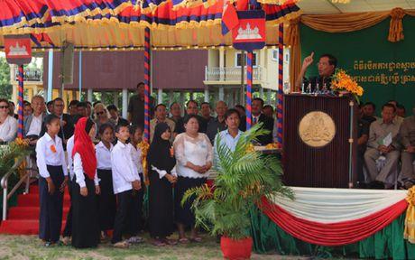 Campuchia dong y de hoc sinh Hoi giao mac trang phuc truyen thong - Anh 1