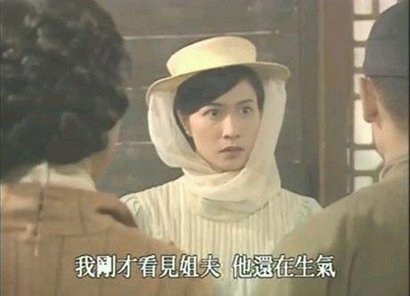 He lo hong nhan tri ky cua Hoang Phi Hong ngoai doi va tren phim - Anh 10
