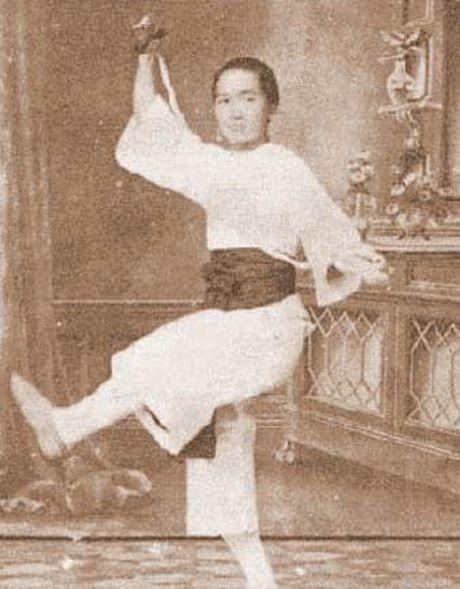 He lo hong nhan tri ky cua Hoang Phi Hong ngoai doi va tren phim - Anh 2