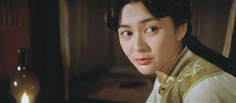 He lo hong nhan tri ky cua Hoang Phi Hong ngoai doi va tren phim - Anh 4