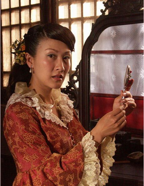 He lo hong nhan tri ky cua Hoang Phi Hong ngoai doi va tren phim - Anh 6