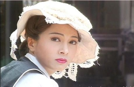 He lo hong nhan tri ky cua Hoang Phi Hong ngoai doi va tren phim - Anh 7