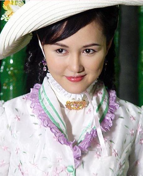 He lo hong nhan tri ky cua Hoang Phi Hong ngoai doi va tren phim - Anh 8