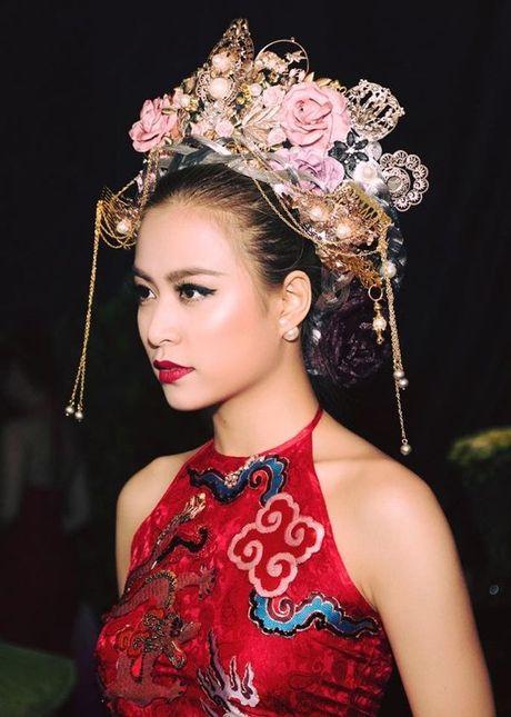 Hoang Thuy Linh goi cam tot do khi tro lai Lan song xanh sau 9 nam - Anh 5