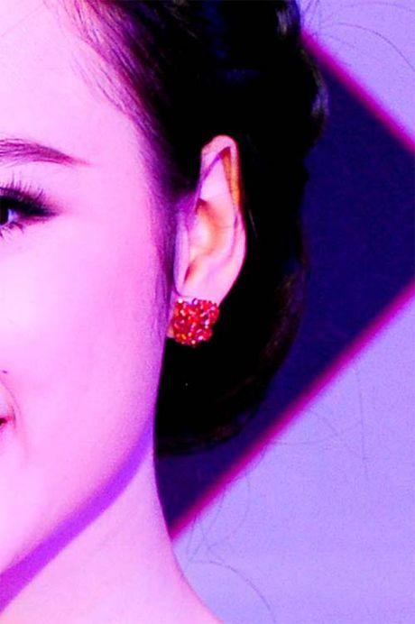 Angela Phuong Trinh lai 'ho bao' cung nu trang tien ty - Anh 13
