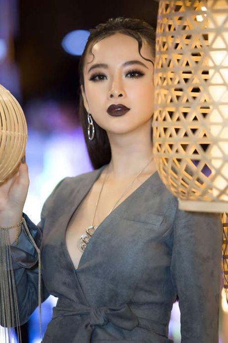 Angela Phuong Trinh lai 'ho bao' cung nu trang tien ty - Anh 5
