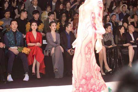 Angela Phuong Trinh lai 'ho bao' cung nu trang tien ty - Anh 7