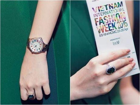 Angela Phuong Trinh lai 'ho bao' cung nu trang tien ty - Anh 9