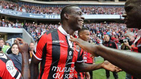 Doi bong nha ngheo mo vo dich Ligue 1 nho co Balotelli - Anh 1