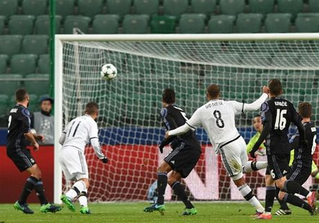 Ronaldo 'tit ngoi' trong tran hoa 6 ban thang cua Real - Anh 4