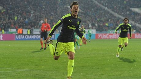 DHTB loat tran thu 4 Champions League: Nga mu truoc Oezil - Anh 3