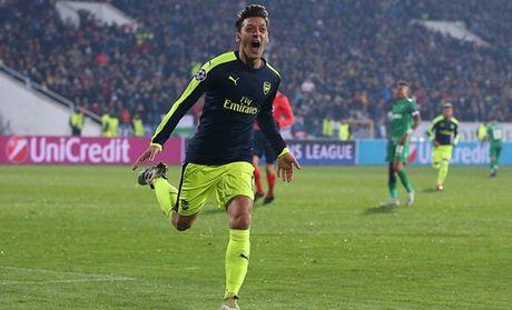 Goc HLV Phan Thanh Hung: Arsenal ban linh; CR7 thieu su ho tro nhu Messi - Anh 3