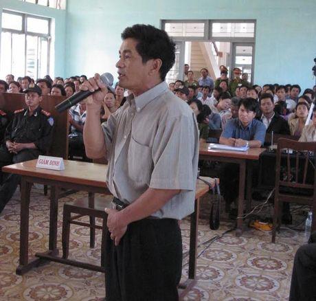 Thu hoi chung chi luat su nguyen dieu tra vien 'an oan Huynh Van Nen' - Anh 1