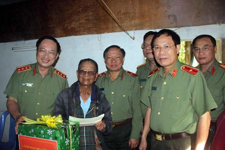 Thu truong Bo CA Nguyen Van Thanh tham gia dinh can bo cong an huu tri - Anh 1