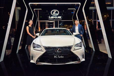 "Lexus RC Turbo ""len san"" dien thoi trang - Anh 1"