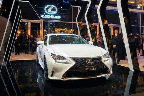 "Lexus RC Turbo ""len san"" dien thoi trang - Anh 2"