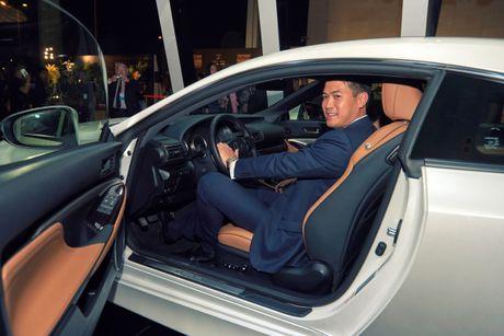 "Lexus RC Turbo ""len san"" dien thoi trang - Anh 5"