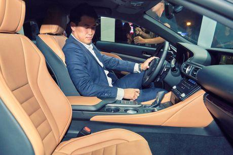 "Lexus RC Turbo ""len san"" dien thoi trang - Anh 6"