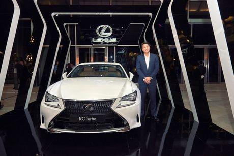 "Lexus RC Turbo ""len san"" dien thoi trang - Anh 7"