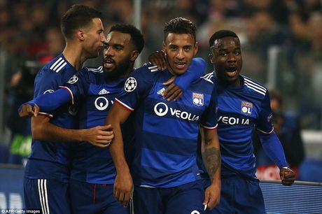 "Juventus 1-1 Lyon: ""Ba dam gia"" chua the di tiep - Anh 2"