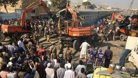 Tai nan tau hoa kinh hoang o Pakistan, 56 nguoi thuong vong - Anh 1