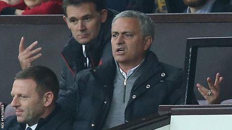 Mourinho bi cam chi dao 1 tran, phat 58.000 bang - Anh 1