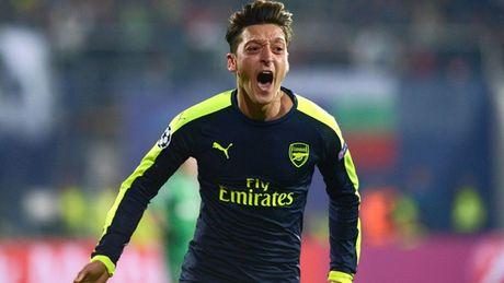 Arsenal, Atletico Madrid, Bayern va PSG som gianh ve di tiep - Anh 1