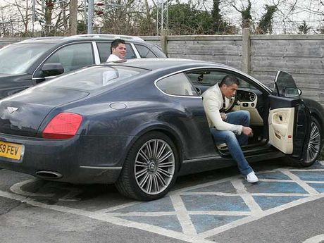 'Bau vat' Bentley Continental GT Speed cua CR7 duoc ban dau gia - Anh 1