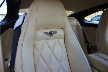 'Bau vat' Bentley Continental GT Speed cua CR7 duoc ban dau gia - Anh 5