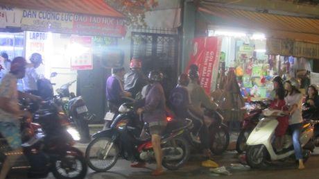 Bat chap tat ca, co giao Truong Truong Cong Dinh van day them o nha - Anh 1