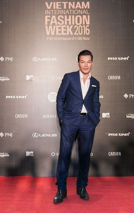 'Rung' sao Viet khoe sac tren tham do Vietnam International Fashion Week thu dong 2016 - Anh 16