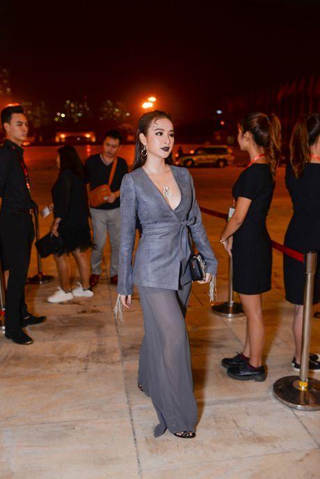 'Rung' sao Viet khoe sac tren tham do Vietnam International Fashion Week thu dong 2016 - Anh 2