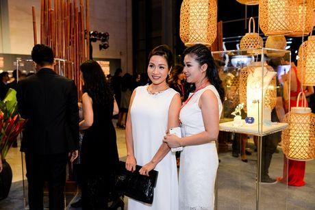 'Rung' sao Viet khoe sac tren tham do Vietnam International Fashion Week thu dong 2016 - Anh 3