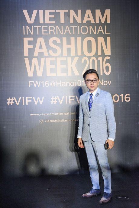 'Rung' sao Viet khoe sac tren tham do Vietnam International Fashion Week thu dong 2016 - Anh 4