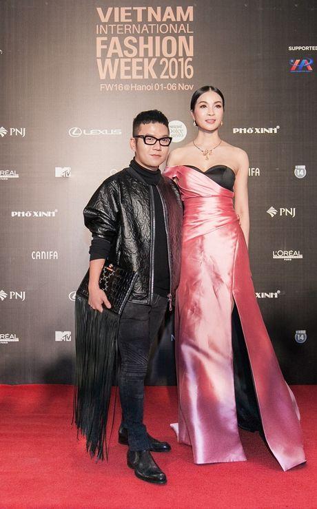 'Rung' sao Viet khoe sac tren tham do Vietnam International Fashion Week thu dong 2016 - Anh 7
