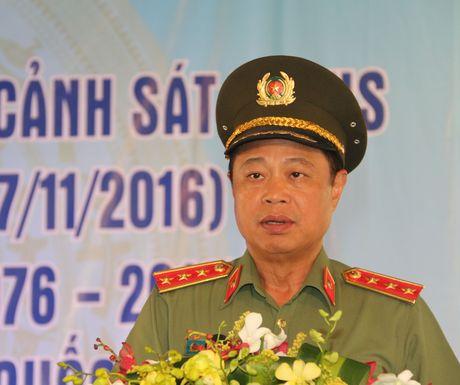 Trai giam Phuoc Hoa don nhan Huan chuong Bao ve To quoc hang Ba - Anh 1