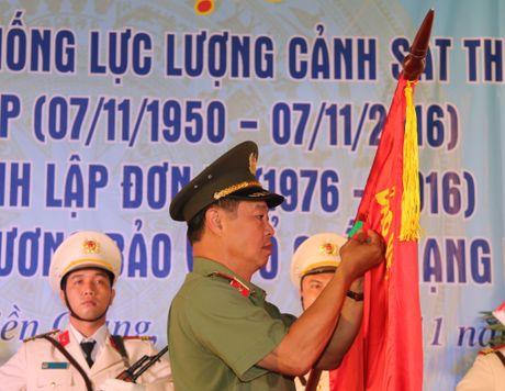 Trai giam Phuoc Hoa don nhan Huan chuong Bao ve To quoc hang Ba - Anh 2