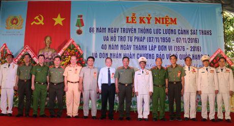 Trai giam Phuoc Hoa don nhan Huan chuong Bao ve To quoc hang Ba - Anh 5