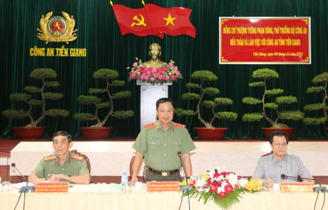Trai giam Phuoc Hoa don nhan Huan chuong Bao ve To quoc hang Ba - Anh 6