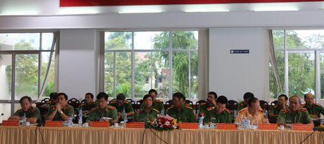 Trai giam Phuoc Hoa don nhan Huan chuong Bao ve To quoc hang Ba - Anh 7